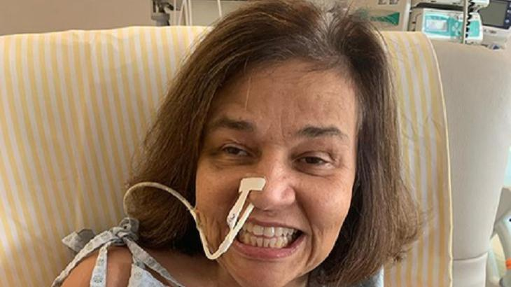 Claudia Rodrigues em leito hospitalar