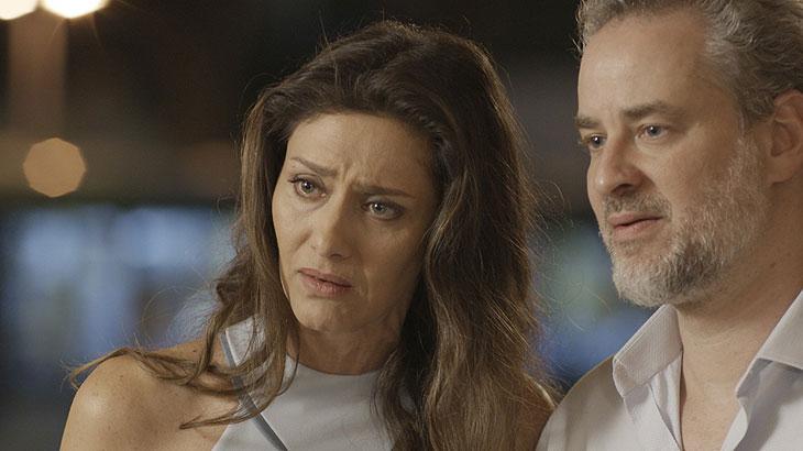Joyce e Eugênio tentam convencer Ivan a voltar para casa
