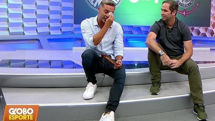 """Ivan Moré vai às lágrimas no """"Globo Esporte""""; relembre outras vezes que o apresentador chorou"""