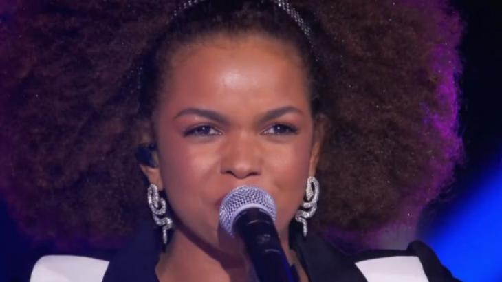 Jeniffer Nascimento canta com Ivete Sangalo
