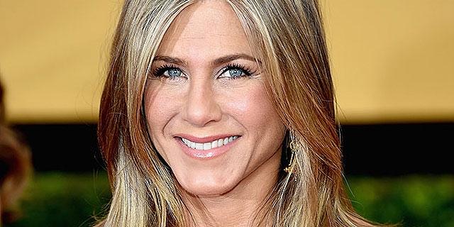 Jennifer Aniston desmente rumor sobre ser adoção de criança