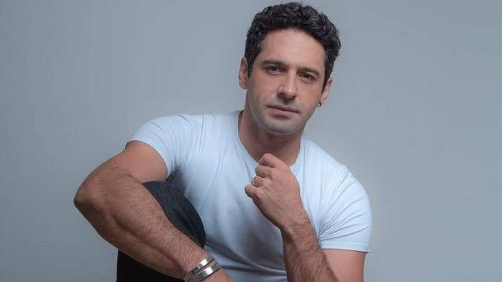 João Baldasserini em foto posada
