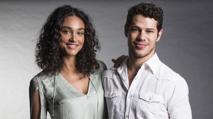 José Loreto abraçado com Débora Nascimento
