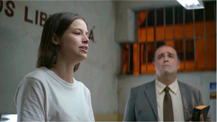 Josiane finge redenção, sai da cadeia e volta a matar em A Dona do Pedaço - Reprodução/TV Globo