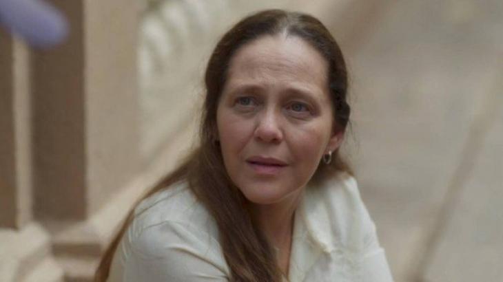 Isabela Garcia interpreta Judith; ela aconselha Luz a não contar nada a Júnior sobre irmandade - Divulgação/TV Globo