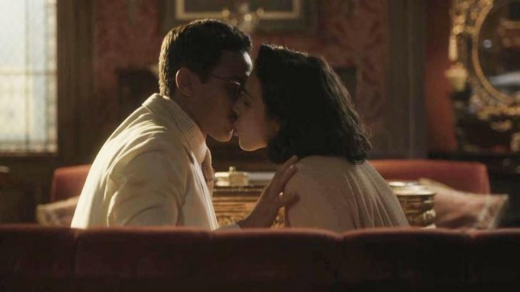 Éramos Seis: Sedutora, Soraia arranca beijo de Julinho