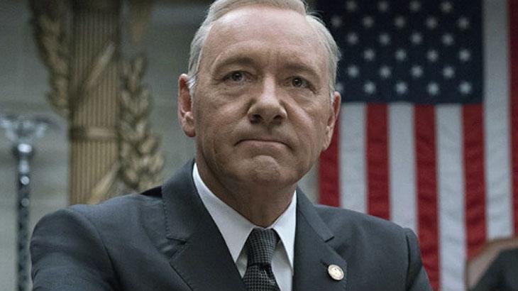 """Kevin Spacey é demitido da Netflix e futuro da série """"House of Cards"""" é incerto"""