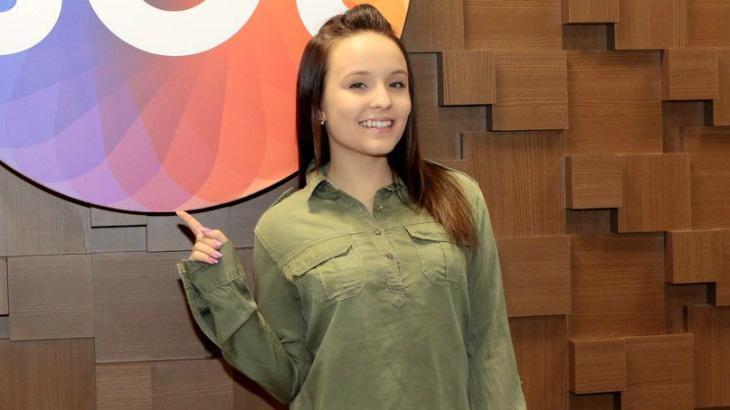 Larissa Manoela aproveita folga no SBT para conhecer Morro do Vidigal, no RJ