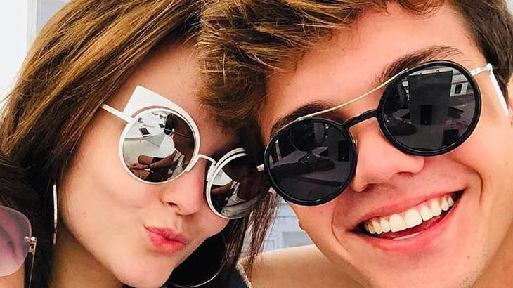 Larissa Manoela assume namoro com ator de 21 anos