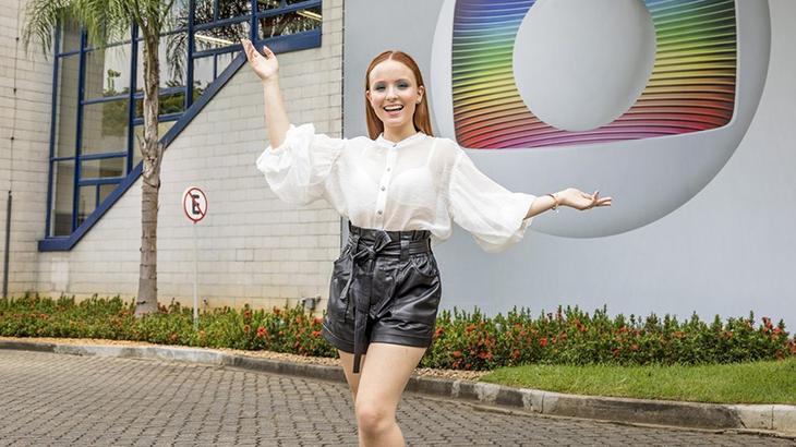 Larissa Manoela em sua primeira foto como contratada da Globo