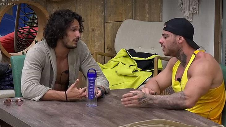João confessa detalhes sobre o irmão que usa drogas
