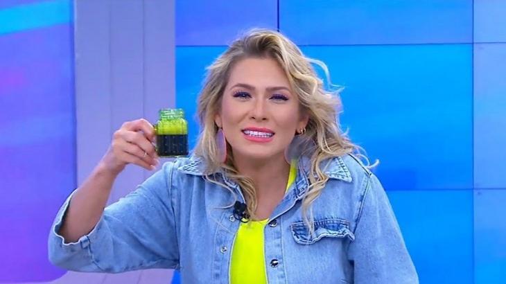 """Lívia Andrade compartilha piada que zomba de volta do Fofocalizando: """"Minha dieta tá igual"""""""