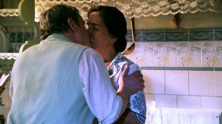 Éramos Seis: Lola se decepciona com filhos e encontra refúgio nos braços de Afonso