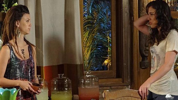Fina Estampa: Luana faz previsão sobre vida amorosa de Patrícia e ela se recusa a acreditar