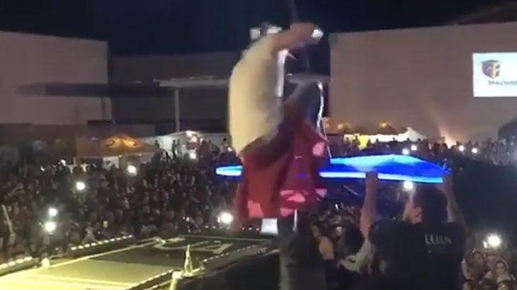 Luan Santana cai durante show no interior do Piauí e assusta fãs