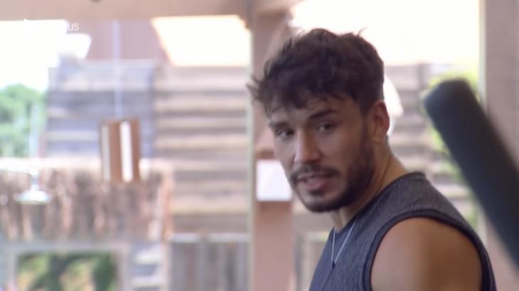 Lucas Viana durante o reality show A Fazenda 2019 (Reprodução)