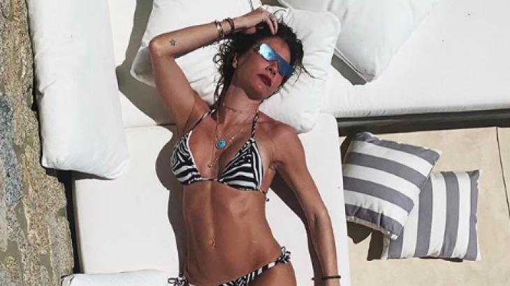 Luciana Gimenez tomando sol