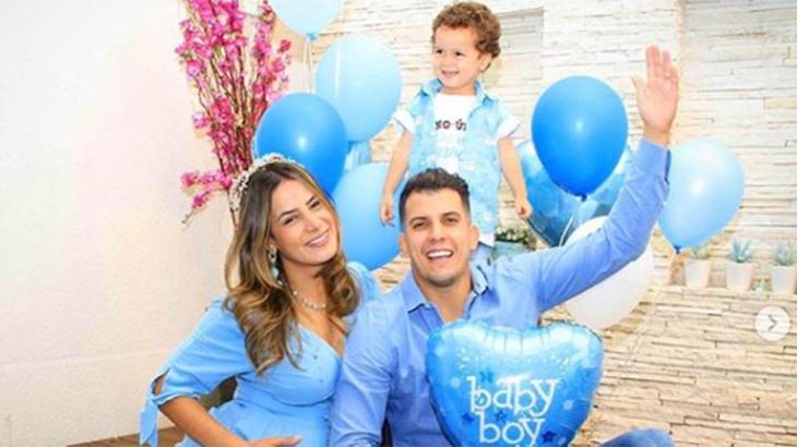 Lucilene Caetano ao lado de Felipe Sertanejo e o primeiro filho, Theo - Reprodução/Instagram