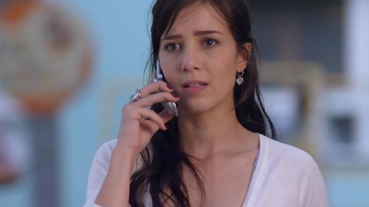 Manuela em A vida da Gente ao telefone