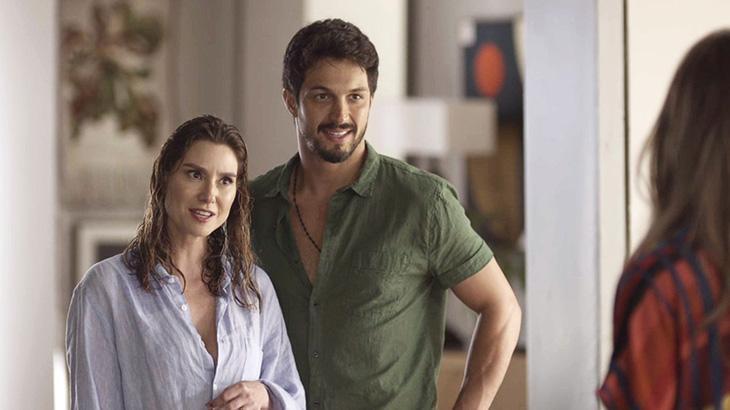 Marcos fica sem graça com Natasha e Paloma juntas em Bom Sucesso