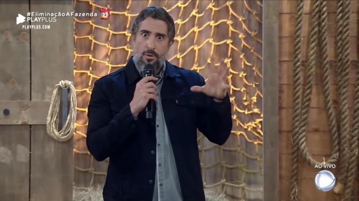 O apresentador Marcos Mion no comando do reality show A Fazenda 2019 (Reprodução)