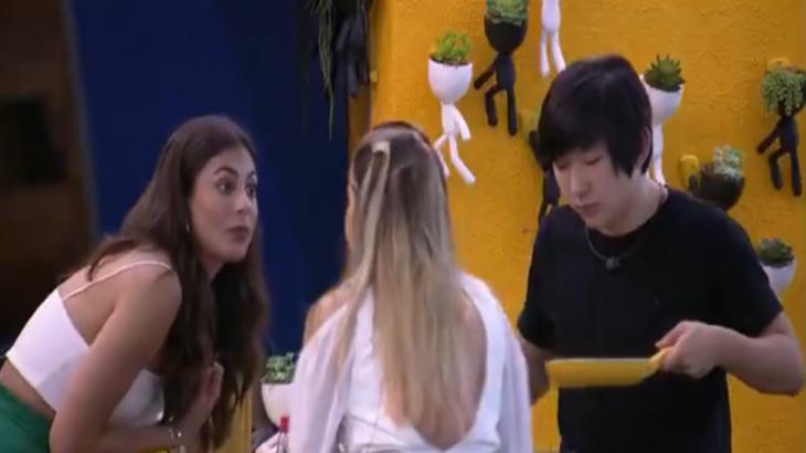 Gabi Martins, Mari Gonzalez e Pyong Lee durante o BBB20