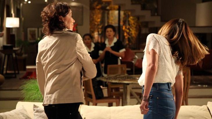 Danielle apanhando de Maria Marta