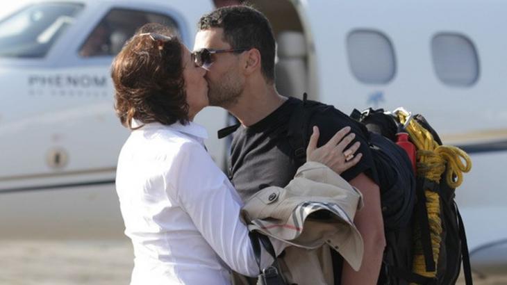Maria Marta e Maurílio se beijando