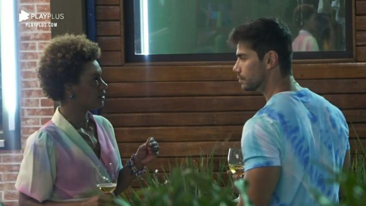 Mariano e Lidi Lisboa conversam em festa - Reprodução/PlayPlus