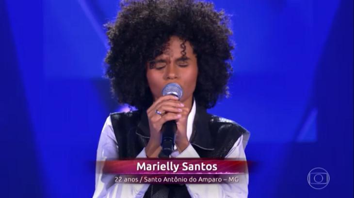 Marielly cantou no