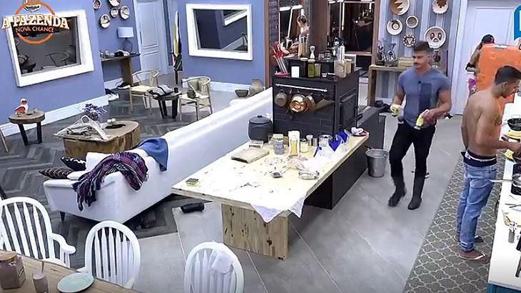 Marcos conversa com Matheus sobre Rita