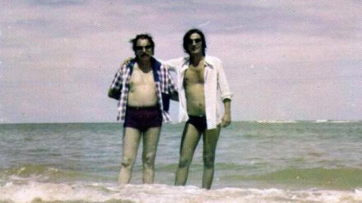 André e Mazzaropi na praia