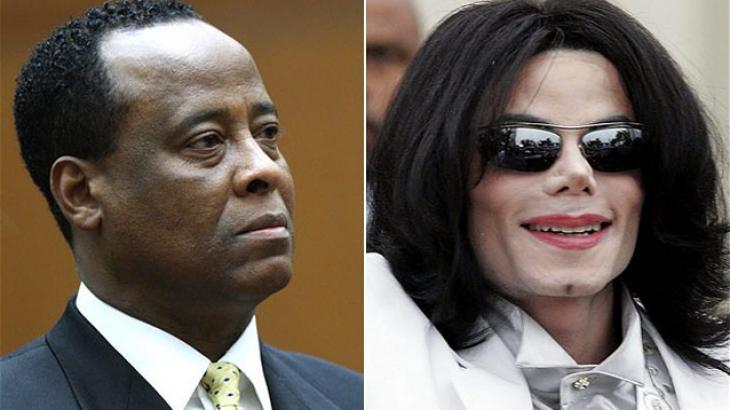 """Médico de Michael Jackson afirma que pai castrou o astro: """"Um dos piores pais da história"""""""