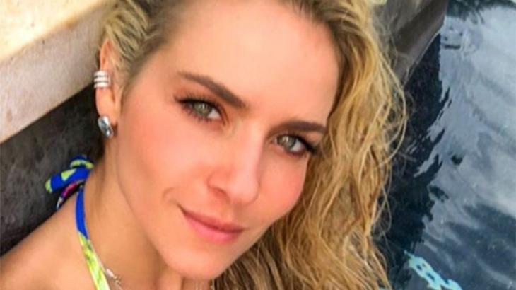 Monique Alfradique faz a alegria dos seguidores com foto de biquíni