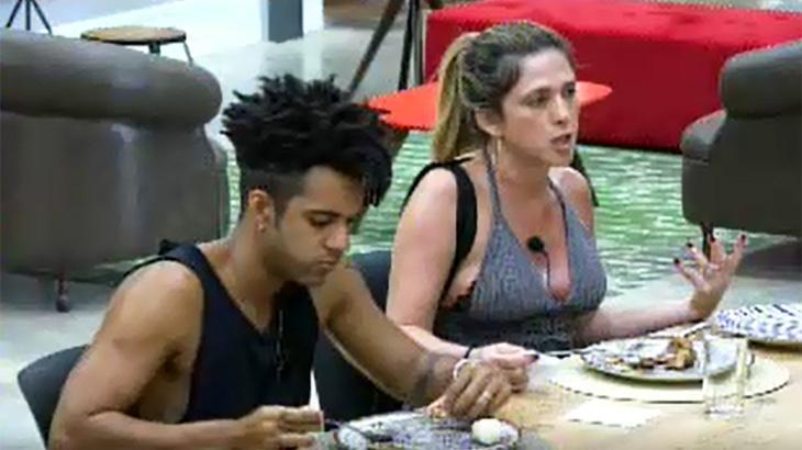 """""""Power Couple"""": Esposa de Vinícius D'Black se sente excluída e discute com participantes"""