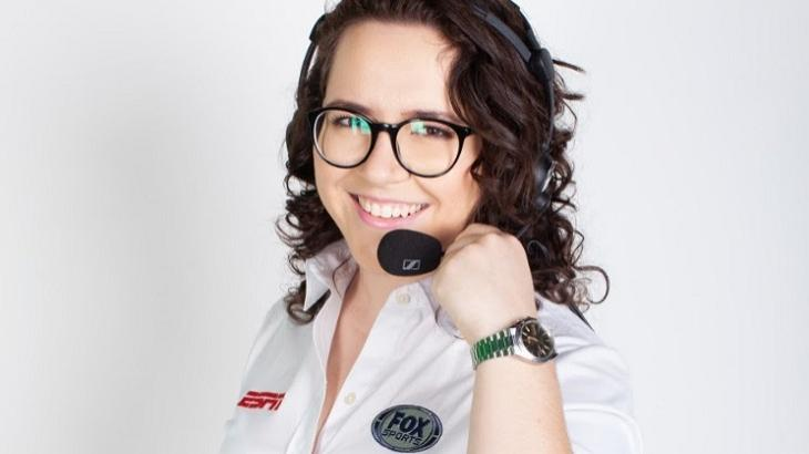 Natália Lara com o uniforme do Fox Sports e ESPN
