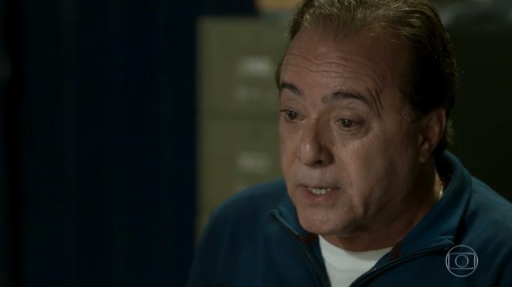 Olavo leva um tiro e morre no final da trama - ~Reprodução/TV Globo