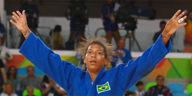 Choros ao vivo e euforia na TV: o primeiro ouro do Brasil na Olimpíada