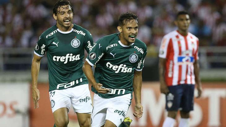 Gustavo Scarpa e Ricardo Goulart fizeram a festa no primeiro jogo entre os clubes