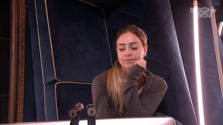 Paula no confessionário