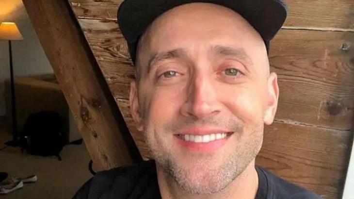 Ator Paulo Gustavo em selfie sorrindo