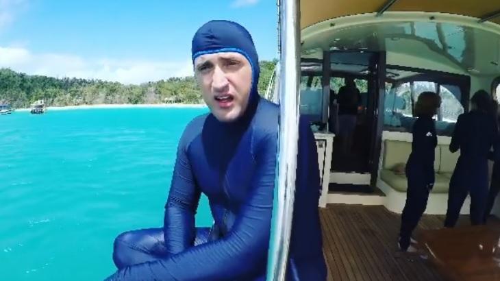 Paulo Gustavo com roupa de mergulho em viagem à Austrália