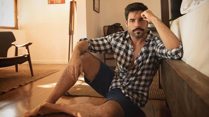Pedro Carvalho interpreta o confeiteiro Abel em A Dona do Pedaço - Reprodução/Instagram