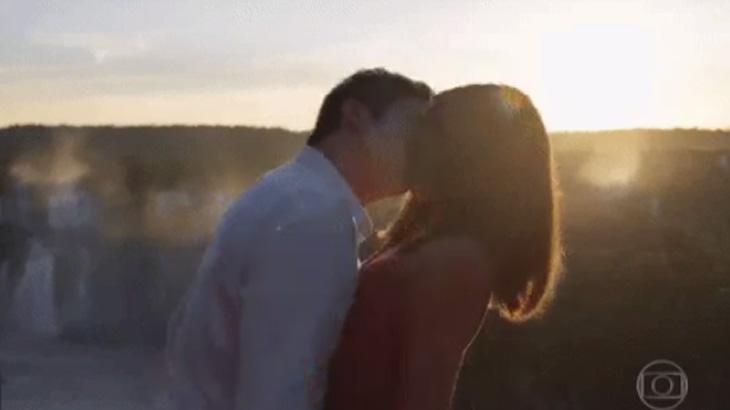 Eric e Luiza se beijaram logo no primeiro capítulo