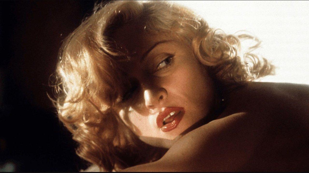 Em Corpo em Evidência (1993), Rebecca (Madonna) é suspeita de matar um milionário por asfixia erótica que tenta seduzir um advogado. Em uma das cenas mais picantes, a personagem da cantora...