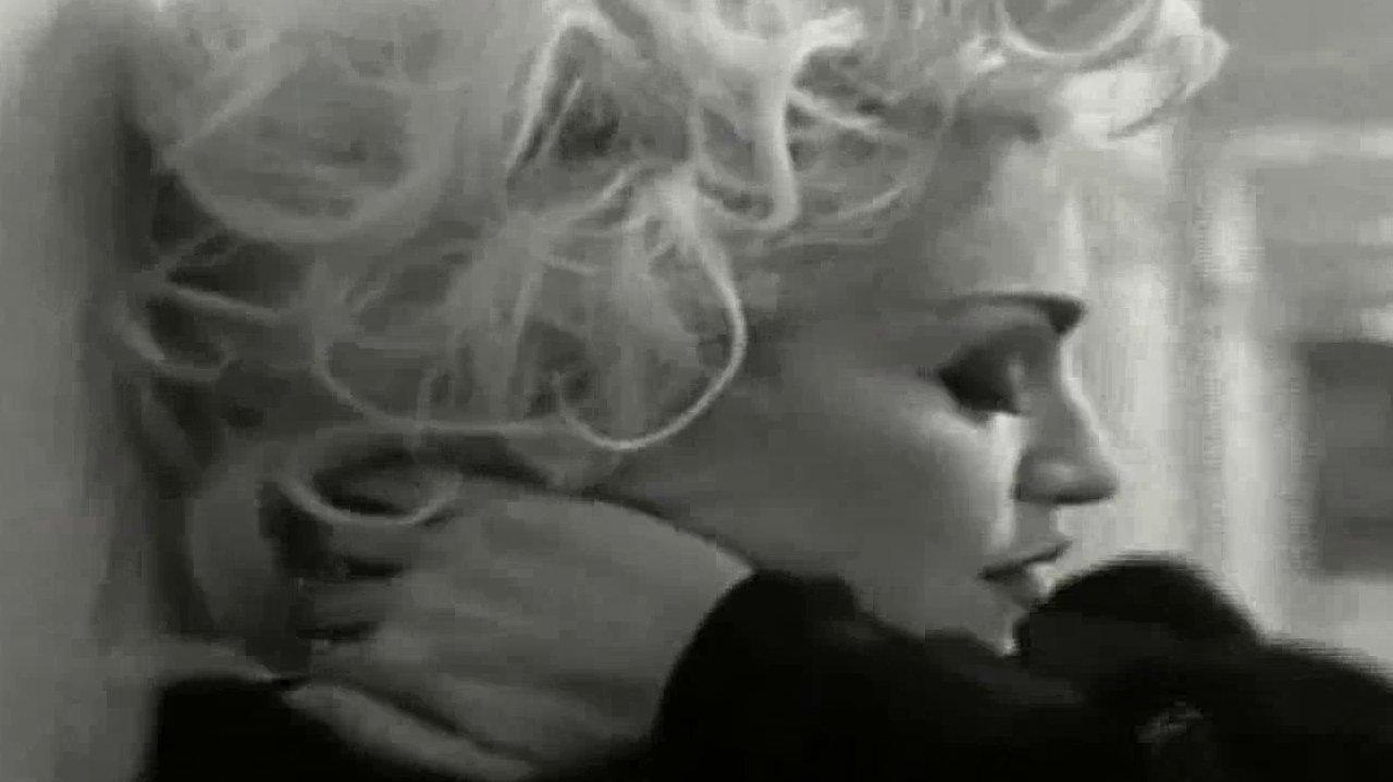Em 1993, a MTV Americana censurou Justify My Love por apologia à bissexualidade, sadomasoquismo e androginia, além de atos sexuais explícitos. O que Madonna fez?