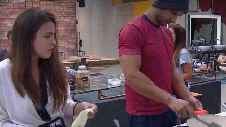 Kamila fica brava com Elieser após descobrir que ele ingeriu ovos crus - Foto: Reprodução
