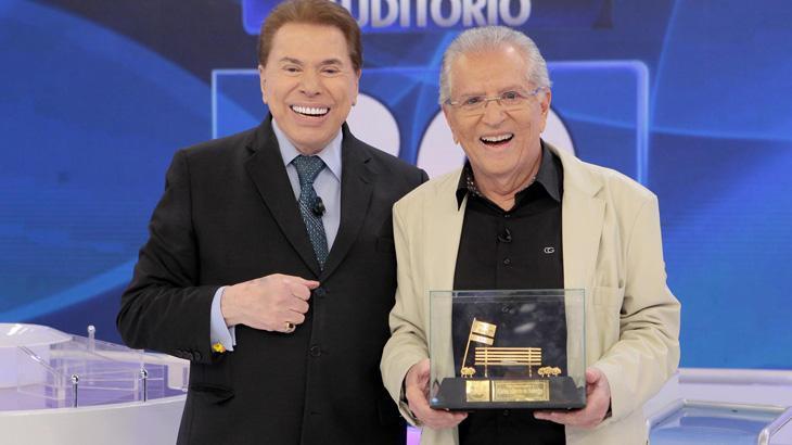 Silvio Santos se emociona ao entregar homenagem a Carlos Alberto de Nóbrega
