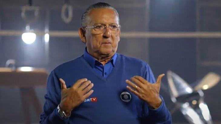 """Quantas vezes Galvão Bueno gritou """"É prata"""" na prova de revezamento 4 x 100 do atletismo em Sidney, nas Olimpíadas de 2000?"""