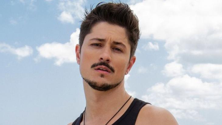 """Rafael ganha programa na MTV e fala em """"privilégio"""" ser o primeiro gay do De Férias com o Ex"""